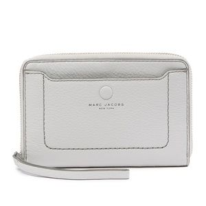 NWT, Marc Jacobs Zip Phone Leather Wristlet